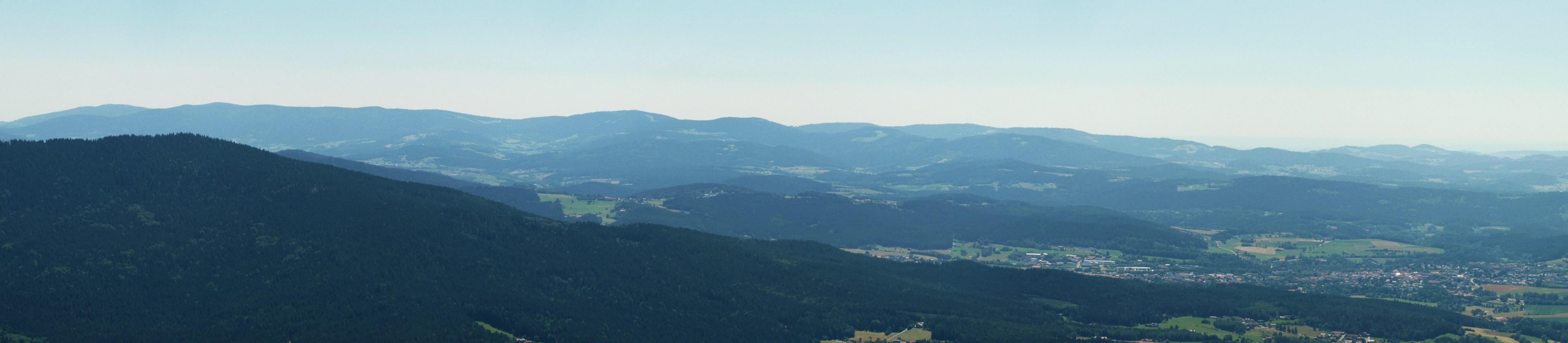 https://www.bayerwaldwandern.de/2019/pano_englmar.jpg